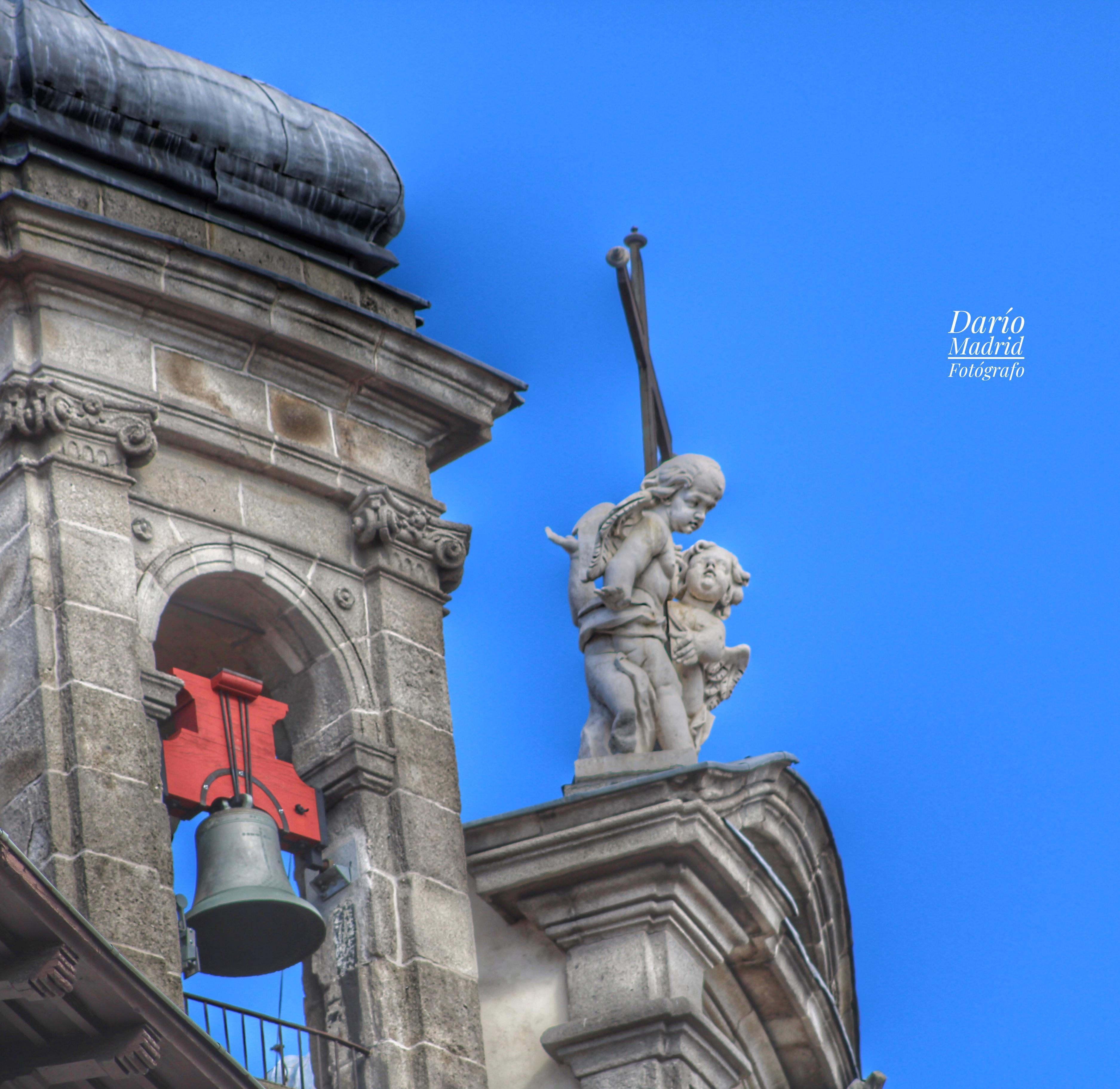 Angelotes y Campanario de la  Basílica Pontificia de San Miguel de Madrid