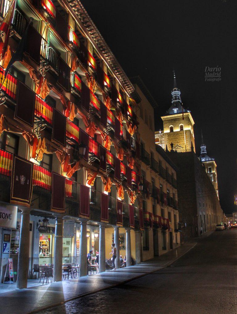 Nocturno de la Plaza Zocodover y el Alcázar de Toledo