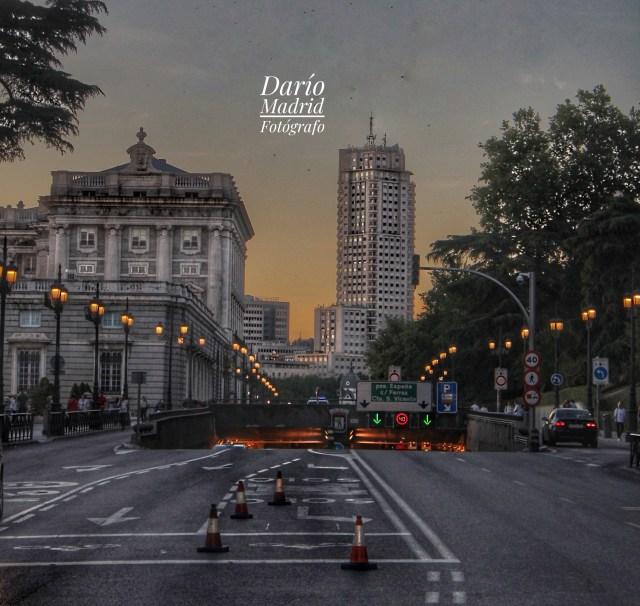 La calle Bailén con el Palacio Real a la izquierda y a en frente la Torre de Madrid