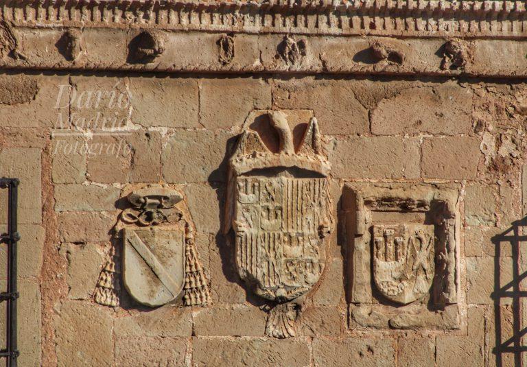 Escudo de los Reyes Católicos en Sigüenza