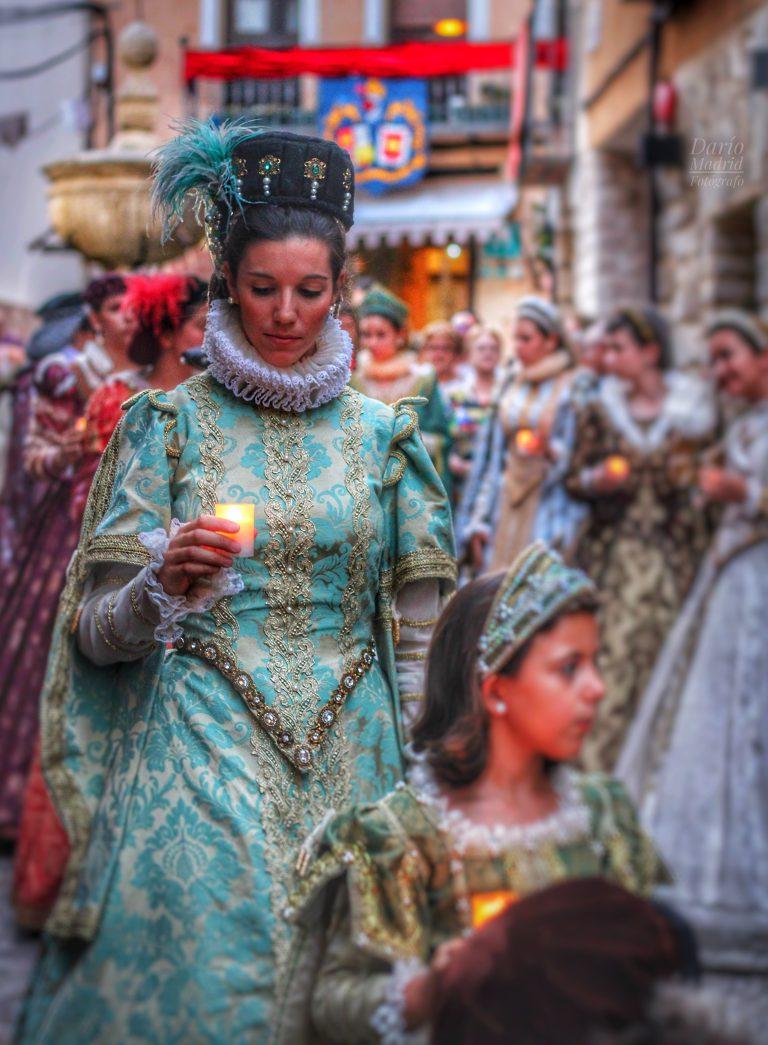 Desfile de las Velas en Pastrana con motivo de la celebración del Festival Ducal