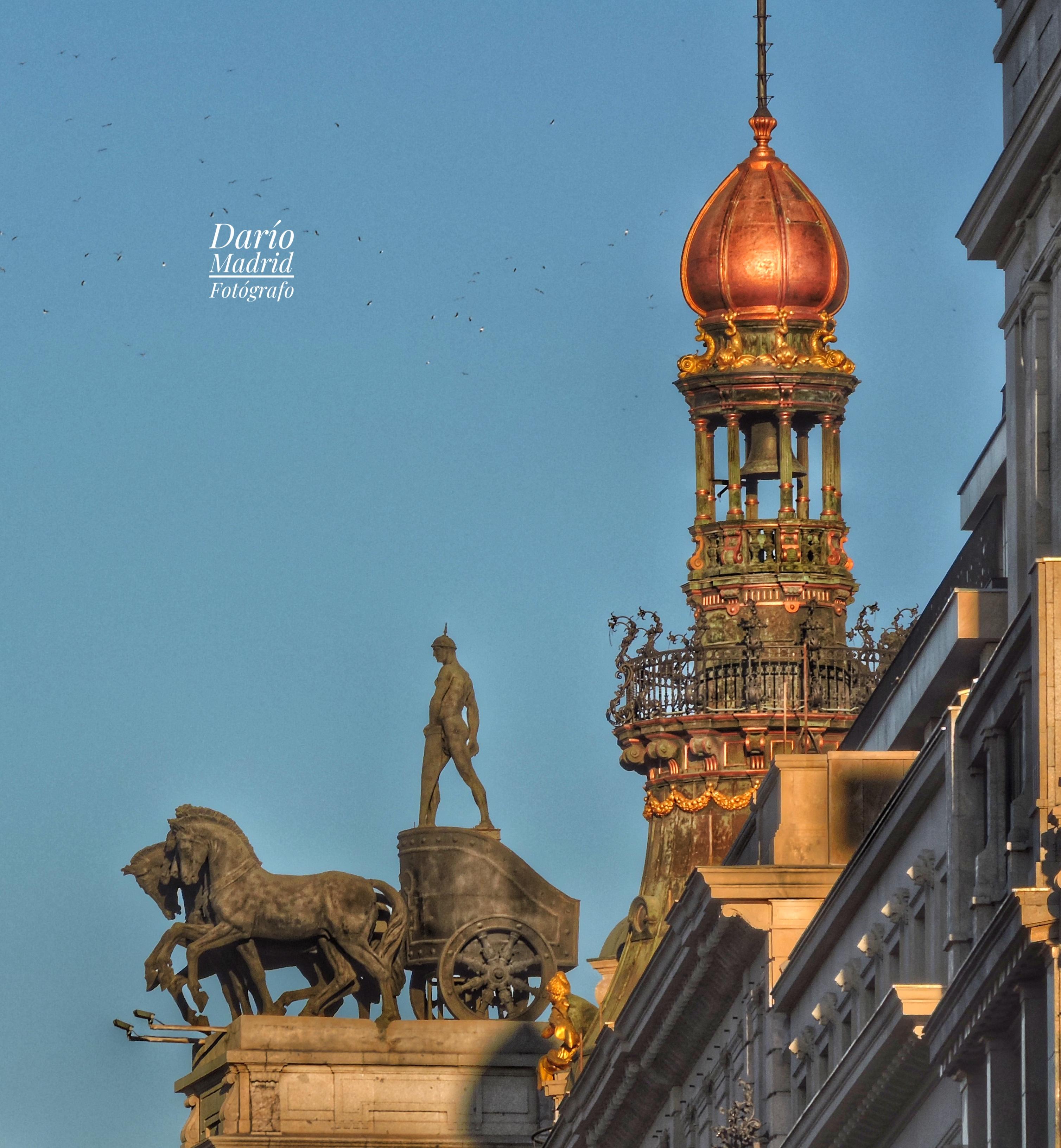 Una de las Cuadrigas de la antigua sede del Banco Bilbao desde la Puerta del Sol