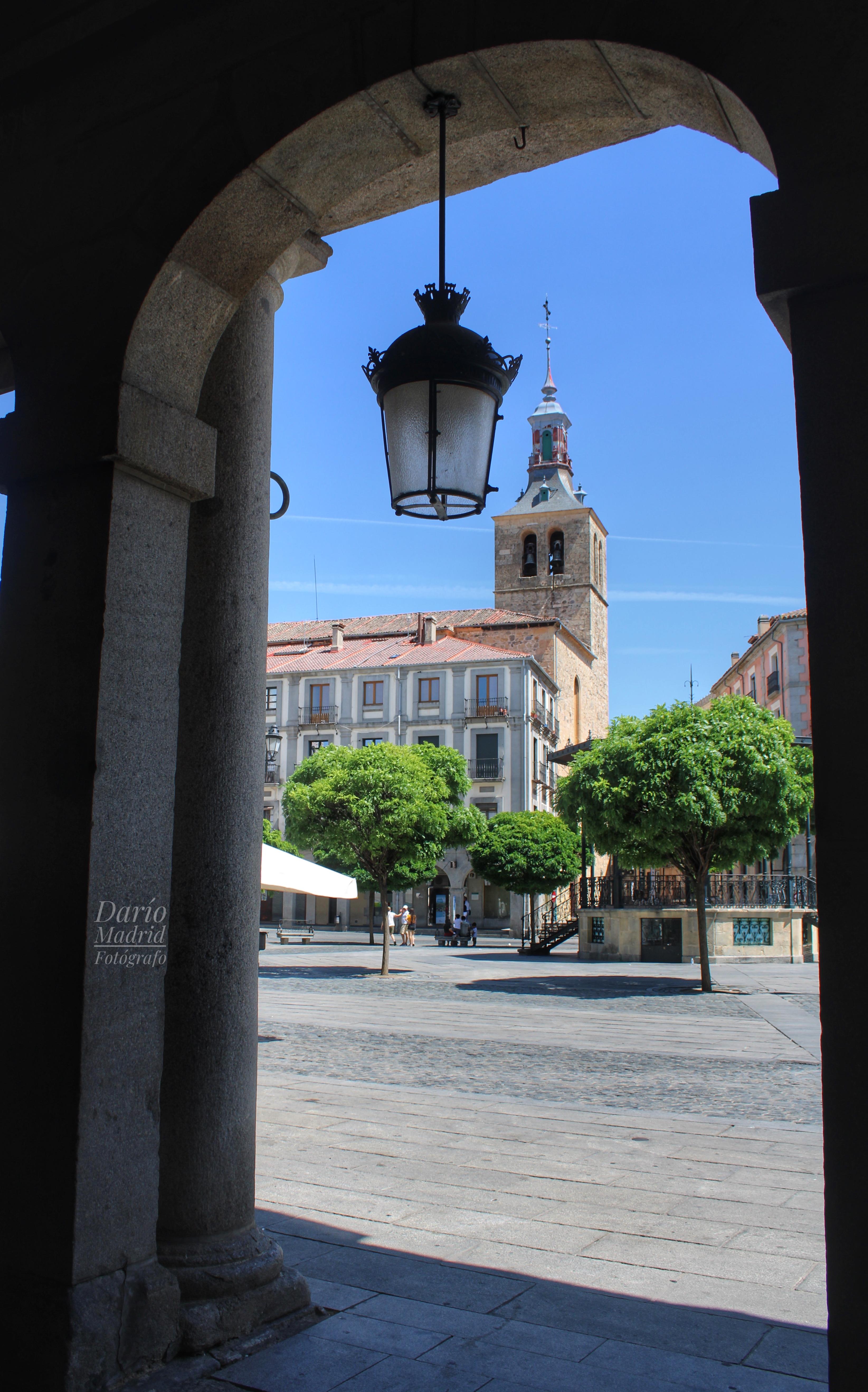 La Iglesia de San Miguel de Segovia desde la Plaza Mayor