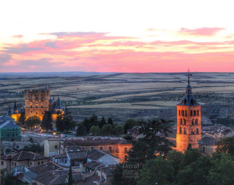 Vistas del Alcázar de Segovia y de la Iglesia de San Andrés desde los aposentos del campanero de la Catedral de Segovia
