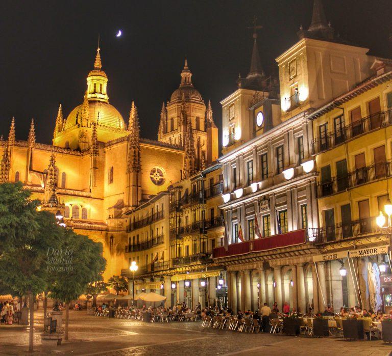 La Catedral de Segovia desde la Plaza Mayor