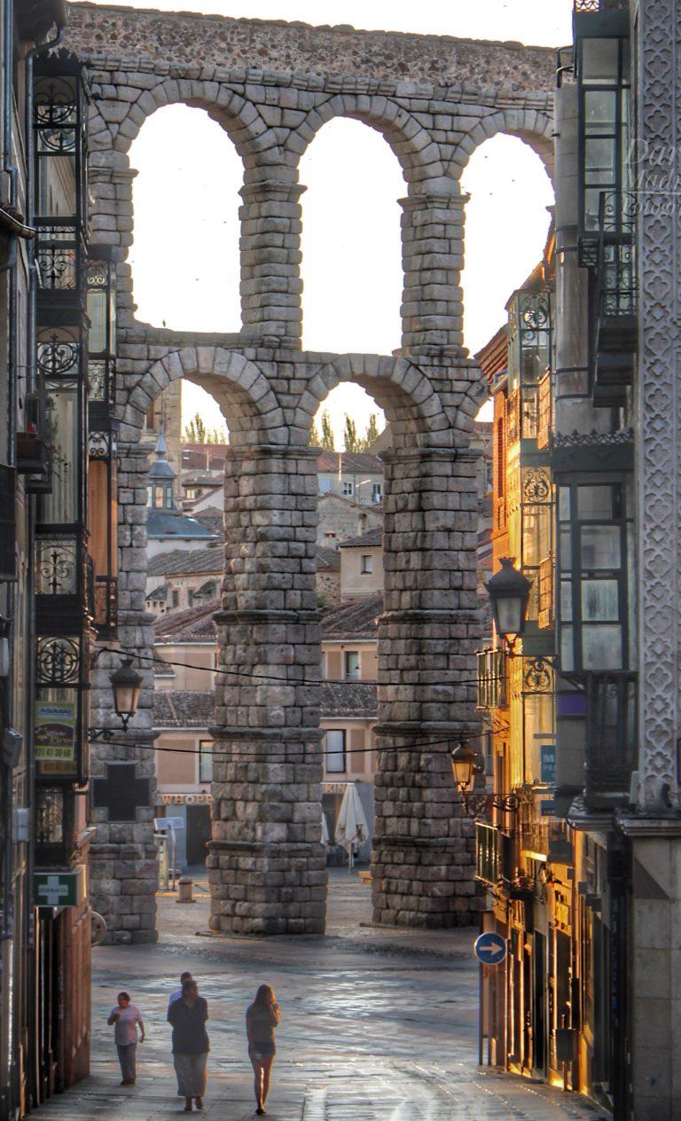 El Acueducto de Segovia al Atardecer