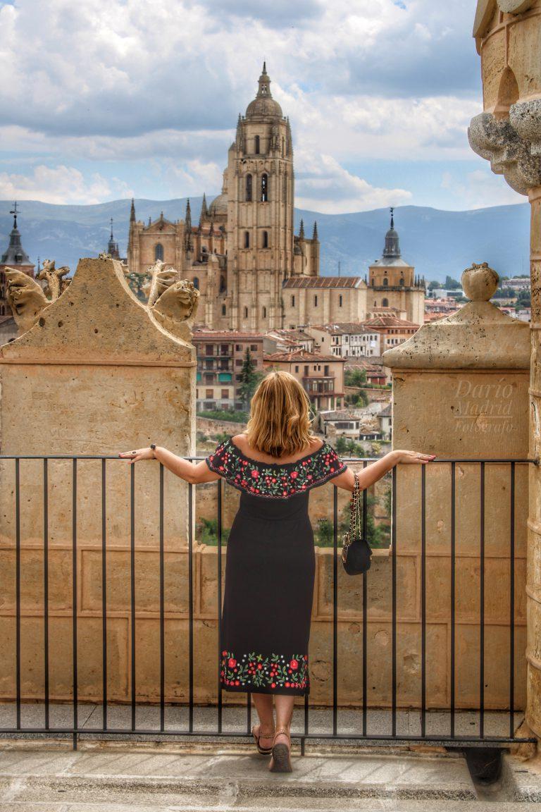 Mirando la Catedral de Segovia desde el Alcázar