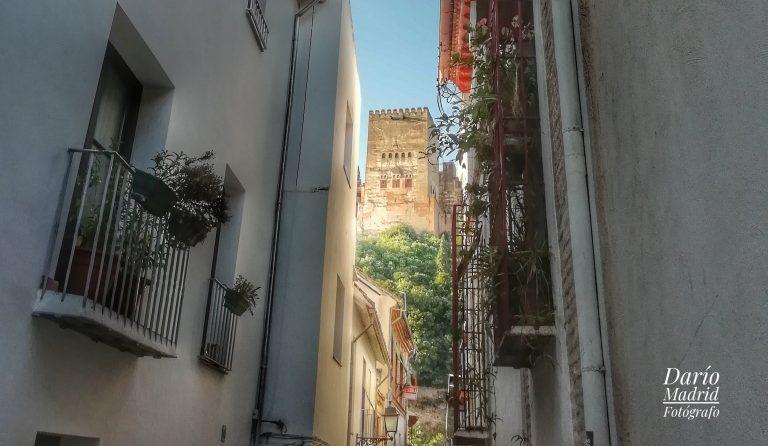 La Torre de Comares de la Alhambra desde el Albaicín de Granada