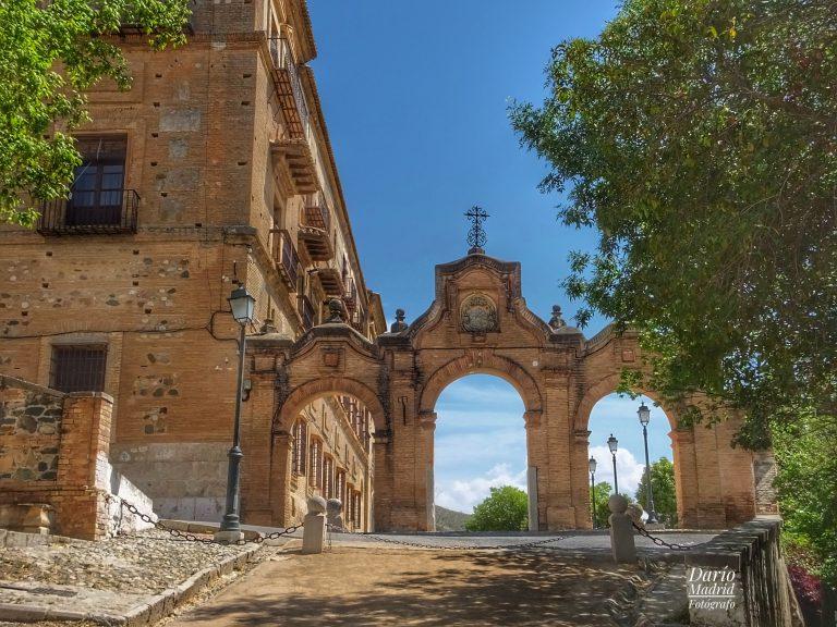 Entrada de la Abadía del Sacromonte