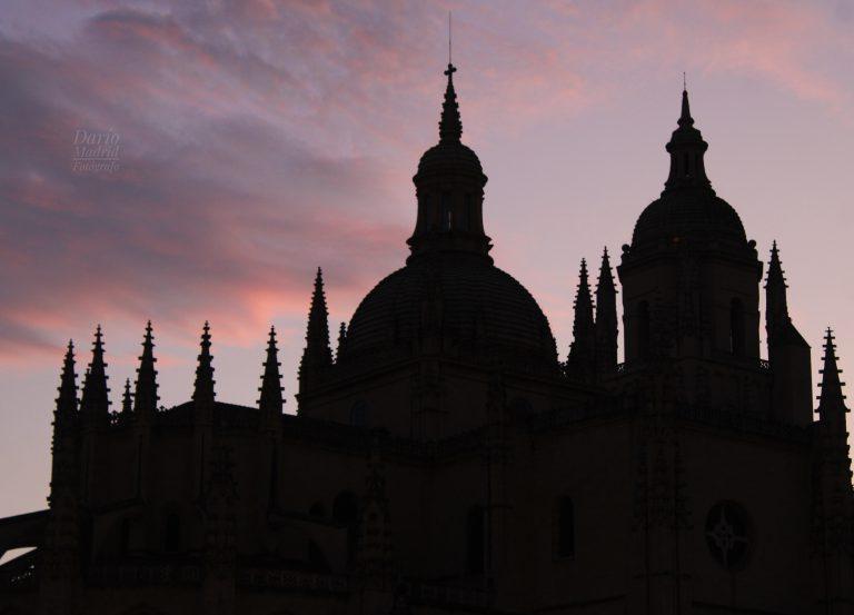Atardecer frente a la Catedral de Segovia