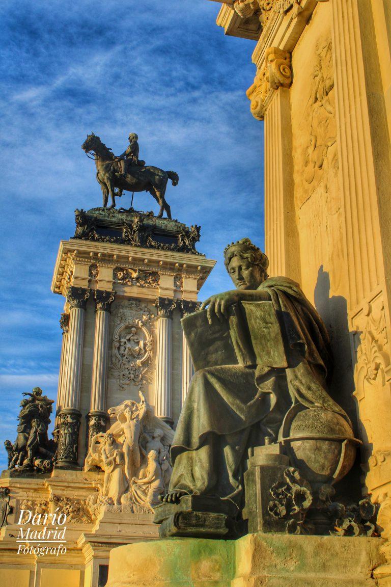 Monumento al Rey Alfonso XII en el Parque del Retiro de Madrid