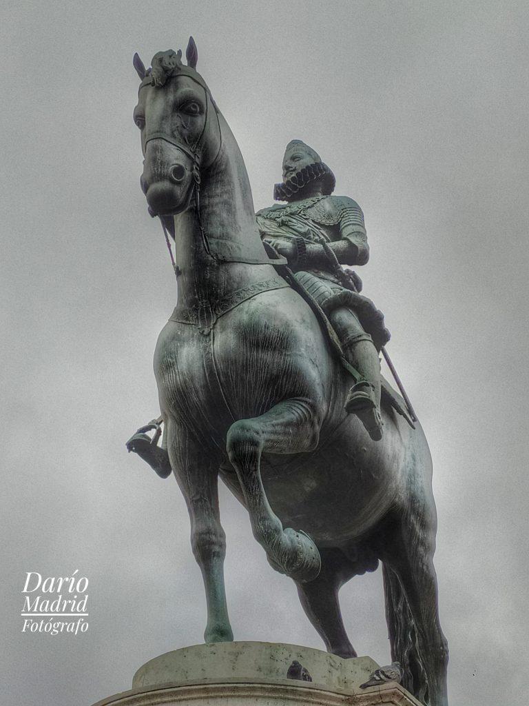 Monumento al rey Felipe III en la Plaza Mayor de Madrid